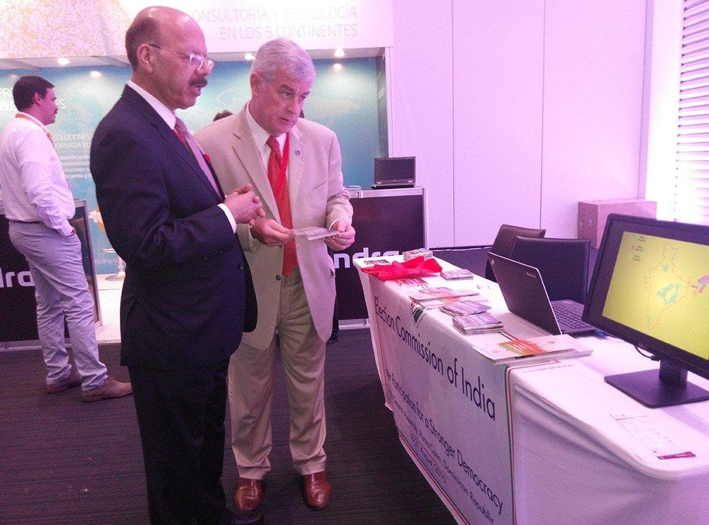 Dr. Nasim Zaidi,CEC visiting ECI kiosk at knowledge fair