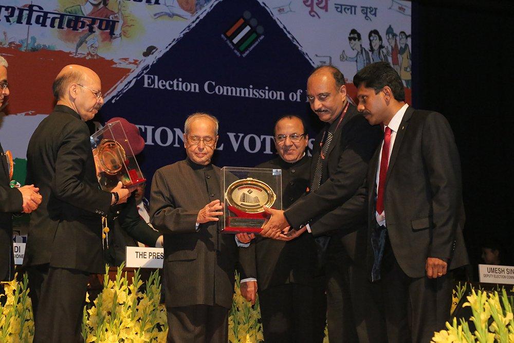 Hon'ble President of India Shri. Pranab Mukherjee awards Shri B R Balakrishnan, Principal Director & Shri Roy Jose, Addl Director Income Tax , Tamil Nadu for Expenditure Monitoring (Special category).