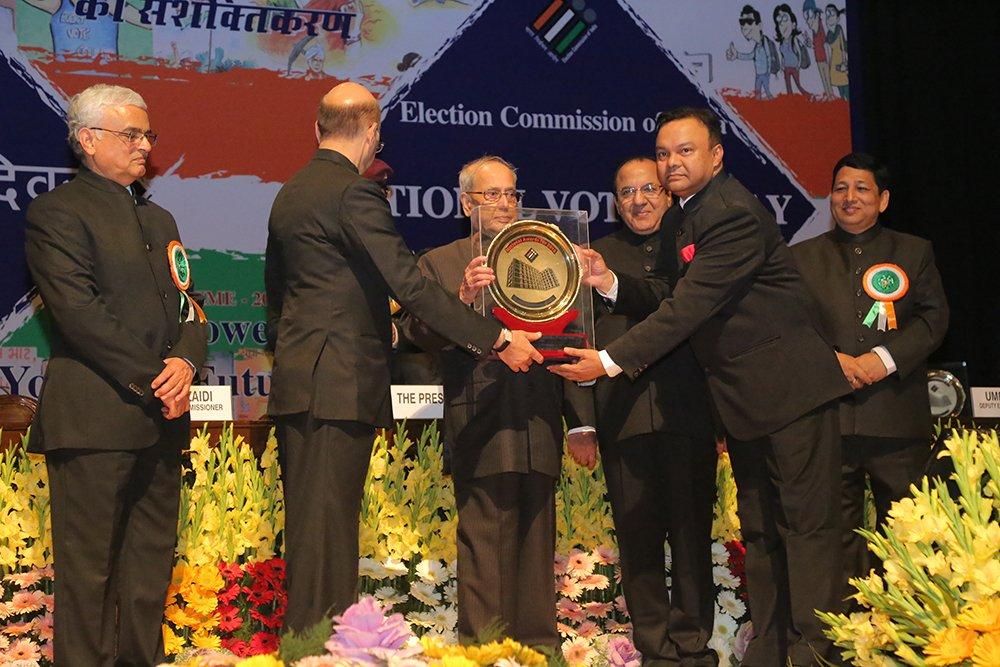 Hon'ble President of India Shri. Pranab Mukherjee awards Shri E K Majhi, CEO Kerala for Information Technology (Best State category).