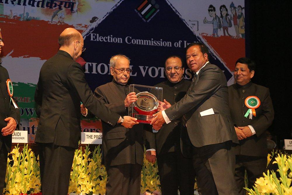 Hon'ble President of India Shri. Pranab Mukherjee awards National CSO Award to Shillong Public School, Meghalaya.