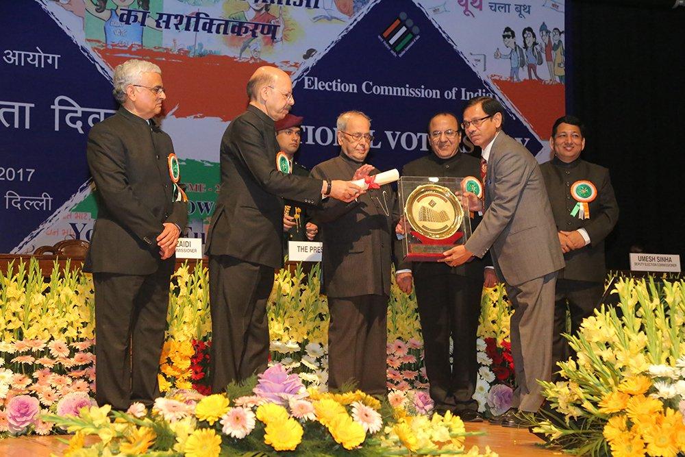 Hon'ble President of India Shri. Pranab Mukherjee awards Shri Sunil Gupta, CEO West Bengal for Electoral Roll Management (Best State category).