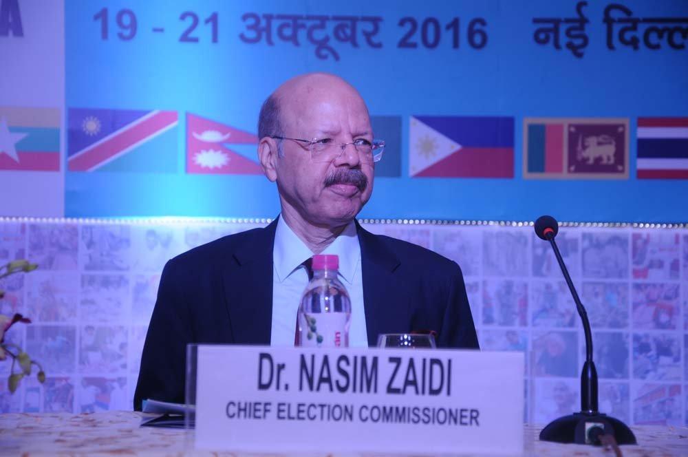 Dr. Nasim Zaidi, Hon'ble CEC – addressing the audience