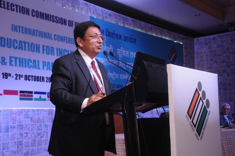 Mr. Umesh Sinha (DEC, ECI) – addressing the audience