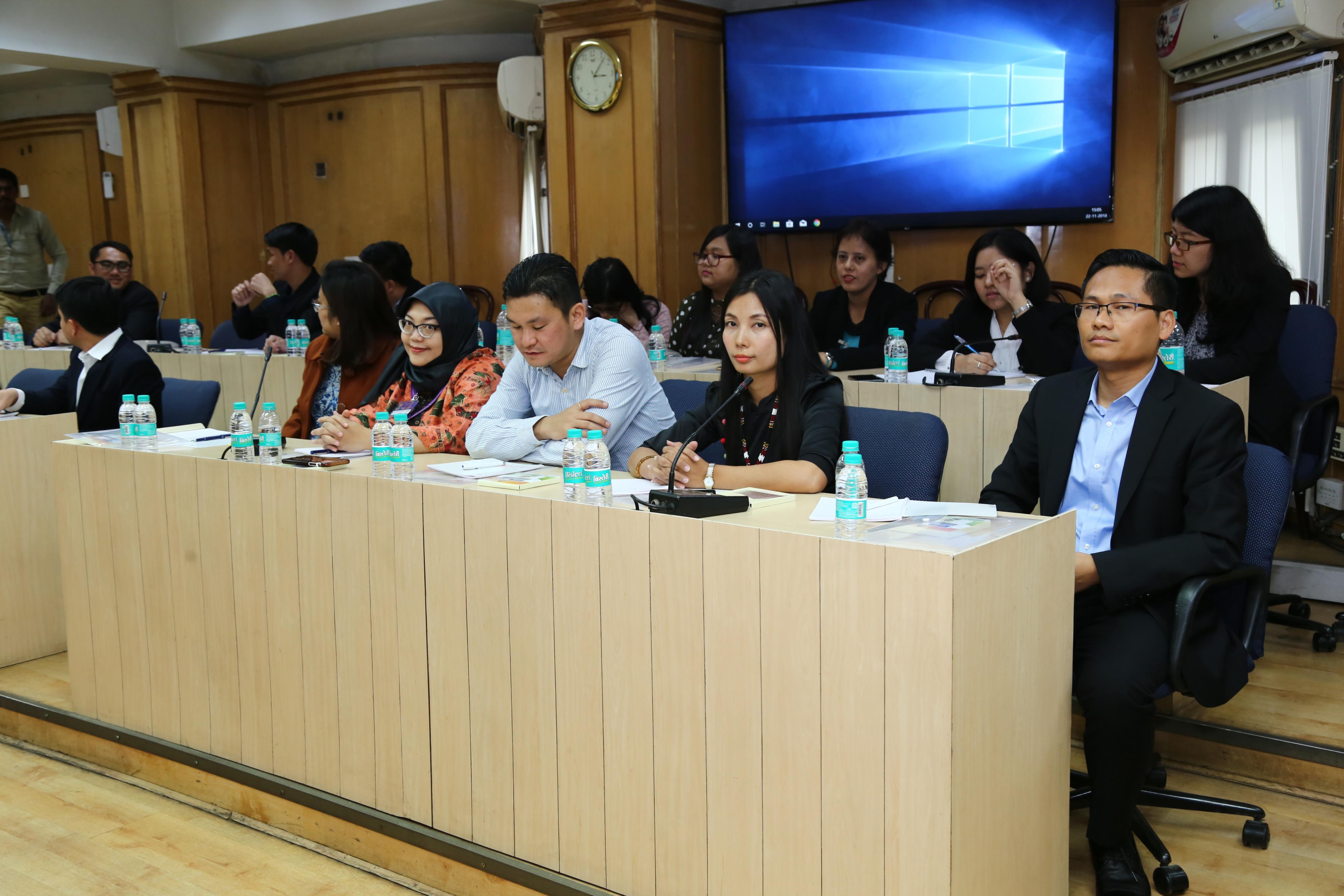 22 नवंबर, 2018 को आसियान राजनयिकों और म्यांमार राजनयिकों का भारत निर्वाचन आयोग का दौरा