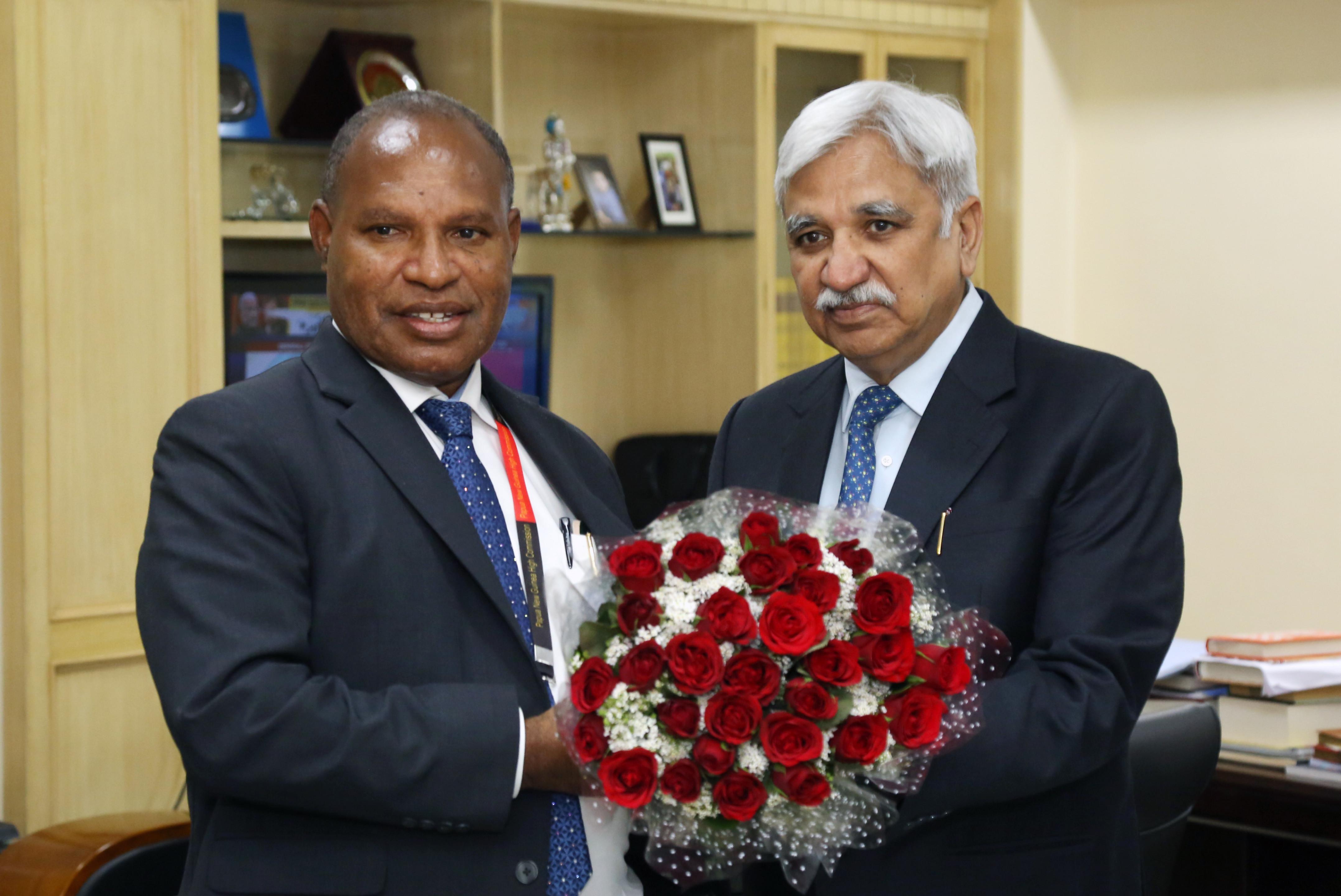 श्री रिचर्ड मारू, राष्ट्रीय योजना और निगरानी मंत्री के नेतृत्व में पापुआ न्यू गिनी के एक प्रतिनिधिमंडल ने 26 मार्च 2019 को मुख्य निर्वाचन आयुक्त, श्री सुनील अरोड़ा से मुलाकात की।