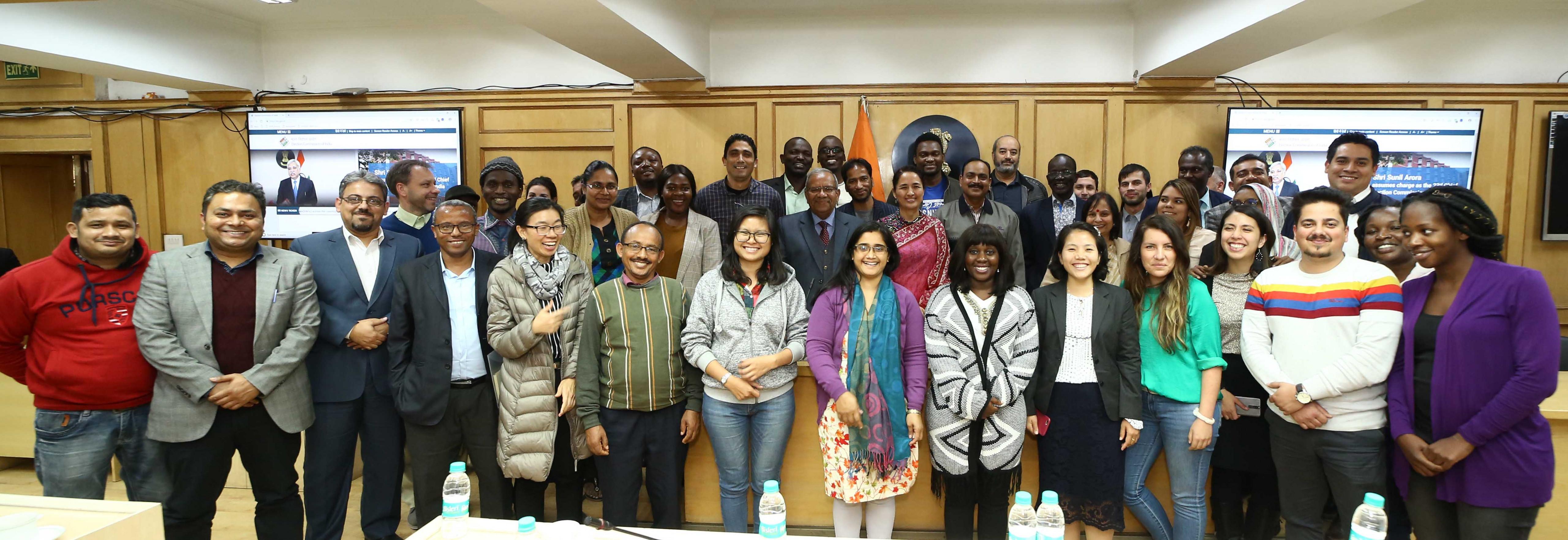 8 फरवरी, 2019 को विभिन्न देशों के 36 विदेशी प्रतिभागियों का भारत निर्वाचन आयोग का दौरा