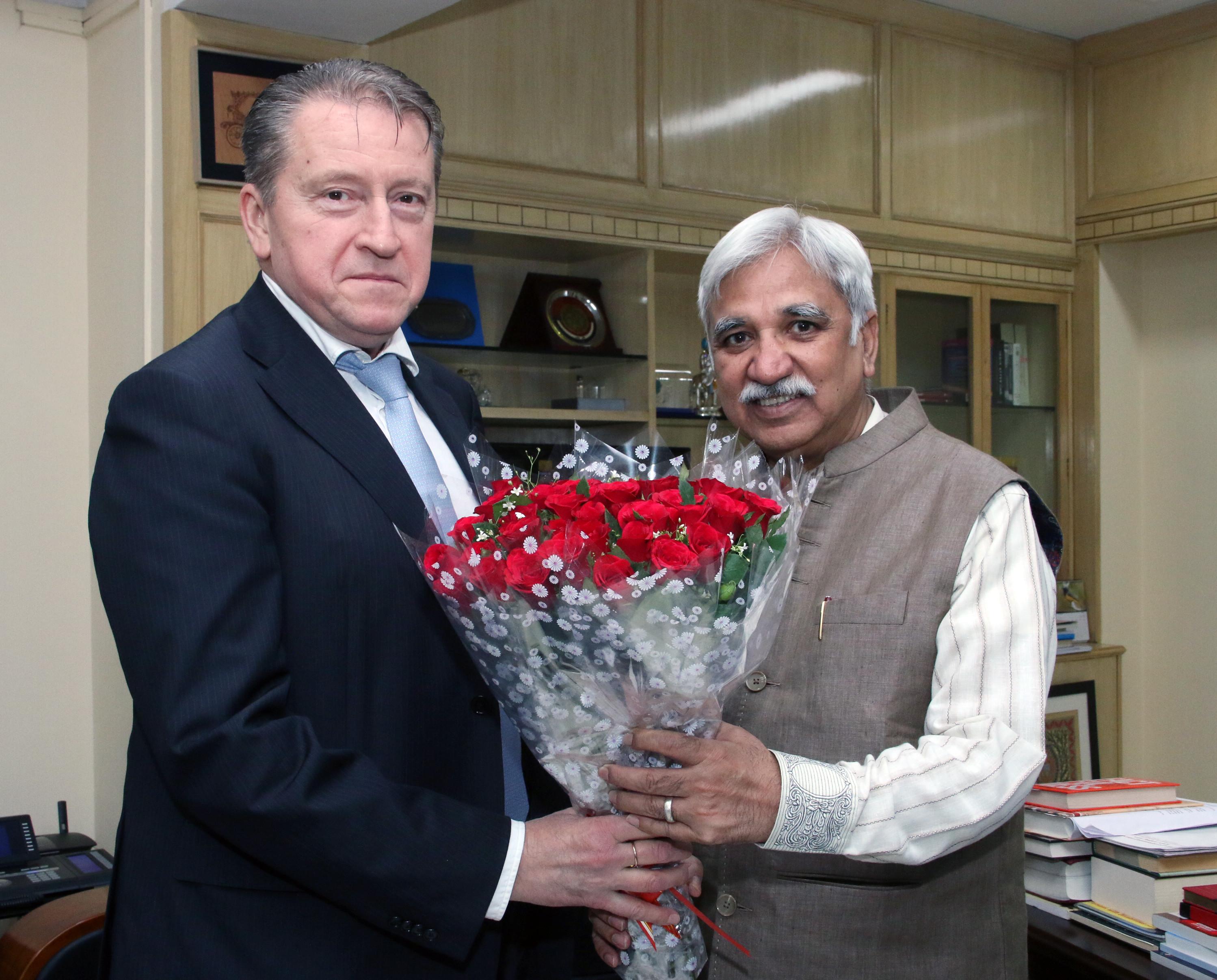 भारत में रूसी संघ के राजदूत, श्री निकोले रिश्तोविच खुदाशेव ने 8 अप्रैल, 2019 को भारत के मुख्य निर्वाचन आयुक्त, श्री सुनील अरोड़ा से मुलाकात की।