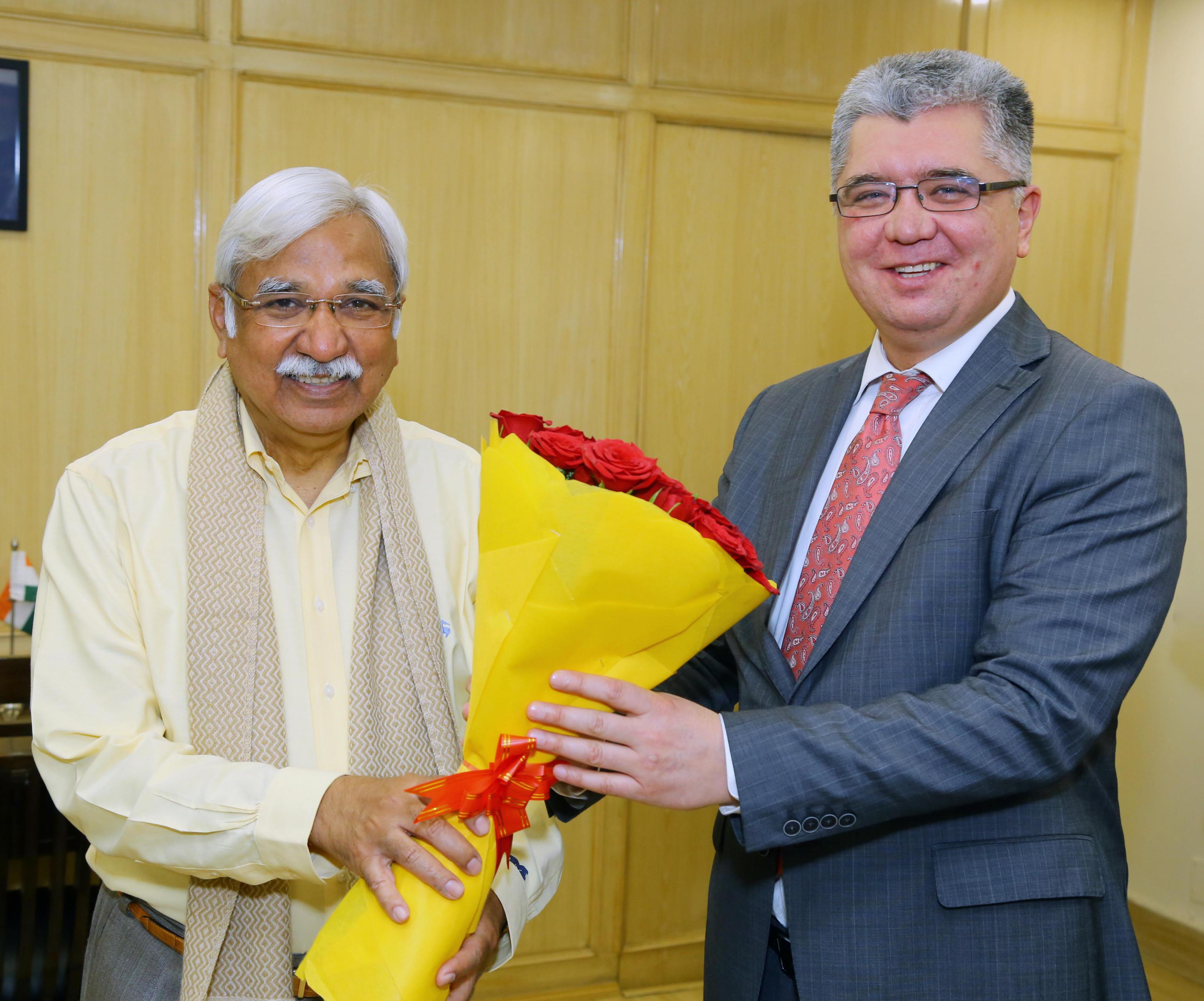 Mr. Dilshod Akhatov, Ambassador of the Republic of Uzbekistan to India met Mr. Sunil Arora Chief Election Commissioner of India on 8th February, 2021 in Nirvachan Sadan, New Delhi